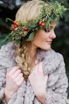 Charming Diy Winter Crown Holiday Party Ideas19