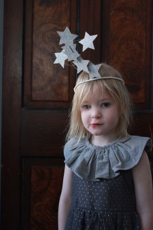 Charming Diy Winter Crown Holiday Party Ideas34