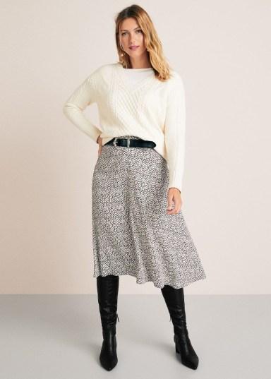 Elegant Midi Skirt Winter Ideas46