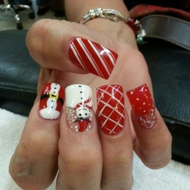 Modern Christmas Nails Ideas44