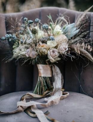 Modern Rustic Winter Wedding Flowers Ideas16
