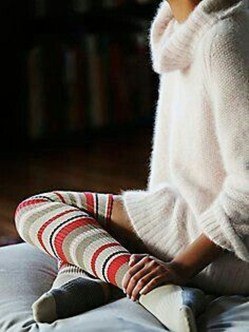 Incredible Winter Outfits Ideas With Leg Warmers23
