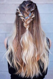 Charming Hairstyles Ideas For Long Hair21