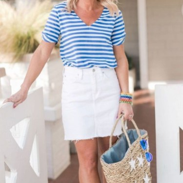 Elegant Denim Skirts Outfits Ideas For Spring09