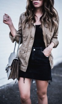 Elegant Denim Skirts Outfits Ideas For Spring37