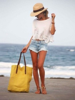 Stylish Fashion Beach Outfit Ideas14