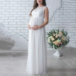 Gorgeous Maternity Wedding Outfits Ideas For Spring35
