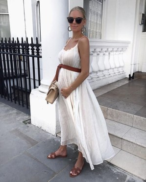 Gorgeous Maternity Wedding Outfits Ideas For Spring38