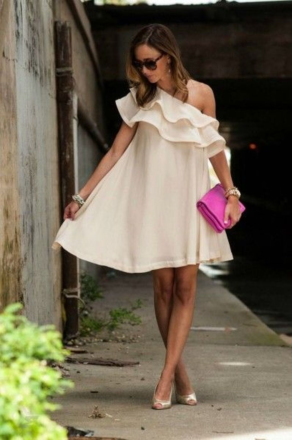 Gorgeous Maternity Wedding Outfits Ideas For Spring43