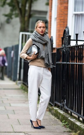 Best Ideas To Wear A Scarf Stylishly This Spring08