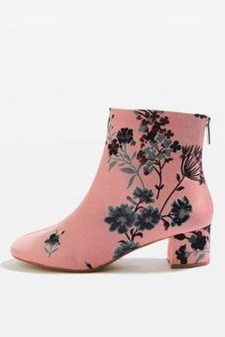Best Ideas To Wear Wide Ankle Boots This Spring13