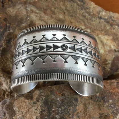 Captivating Silver Accessories Ideas For Add In Your Appearance17