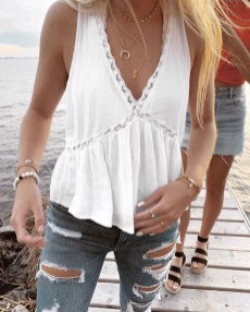 Creative Summer Style Ideas With Ripped Jeans03
