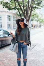 Creative Summer Style Ideas With Ripped Jeans10