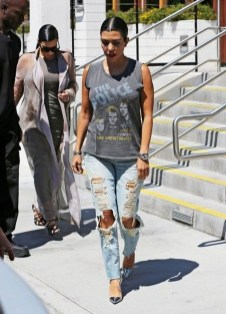 Creative Summer Style Ideas With Ripped Jeans31