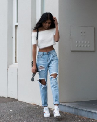Creative Summer Style Ideas With Ripped Jeans36
