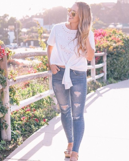 Creative Summer Style Ideas With Ripped Jeans37
