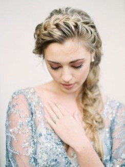 Fashionable Hairstyle Ideas For Summer Wedding Guest12