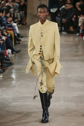 Elegant Winter Outfits Ideas For Men15