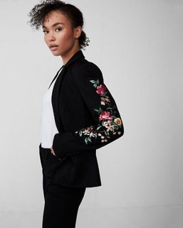 Cozy Combinations Ideas With Floral Blazers You Must Try22