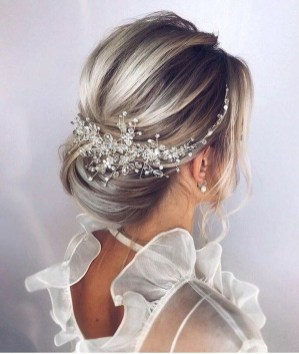 Elegant Wedding Hairstyle Ideas For Brides To Try08