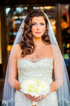 Elegant Wedding Hairstyle Ideas For Brides To Try27