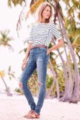 Hottest Women Summer Outfits Ideas With Ripped Jeans To Try05