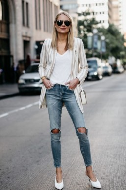 Hottest Women Summer Outfits Ideas With Ripped Jeans To Try18