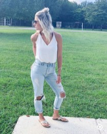 Hottest Women Summer Outfits Ideas With Ripped Jeans To Try21