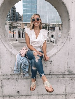 Hottest Women Summer Outfits Ideas With Ripped Jeans To Try26
