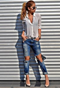 Hottest Women Summer Outfits Ideas With Ripped Jeans To Try33