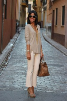 Impressive Spring And Summer Work Outfits Ideas For Women04