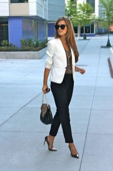 Impressive Spring And Summer Work Outfits Ideas For Women05