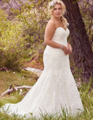 Impressive Wedding Dresses Ideas That Are Perfect For Curvy Brides09