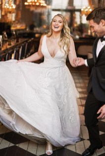Impressive Wedding Dresses Ideas That Are Perfect For Curvy Brides20