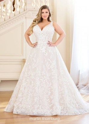 Impressive Wedding Dresses Ideas That Are Perfect For Curvy Brides24