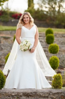Impressive Wedding Dresses Ideas That Are Perfect For Curvy Brides29