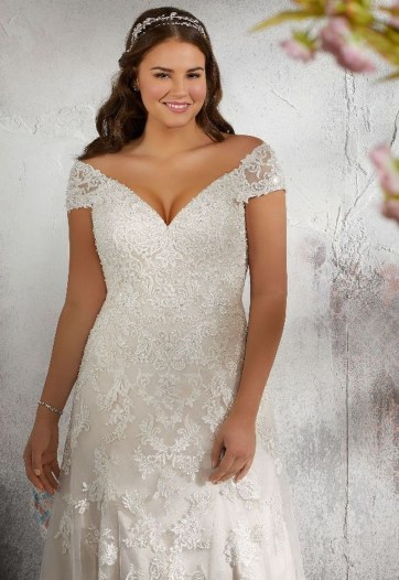 Impressive Wedding Dresses Ideas That Are Perfect For Curvy Brides33