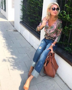 Inspiring Spring And Summer Outfits Ideas For Women Over 4033
