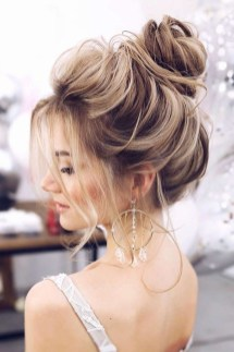 Unique Bun Hairstyles Ideas That Youll Love02