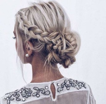 Unique Bun Hairstyles Ideas That Youll Love19