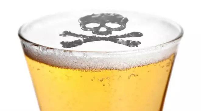 4 أسباب تجعلك تتوقف حالاً عن تناول المشروبات الكحولية