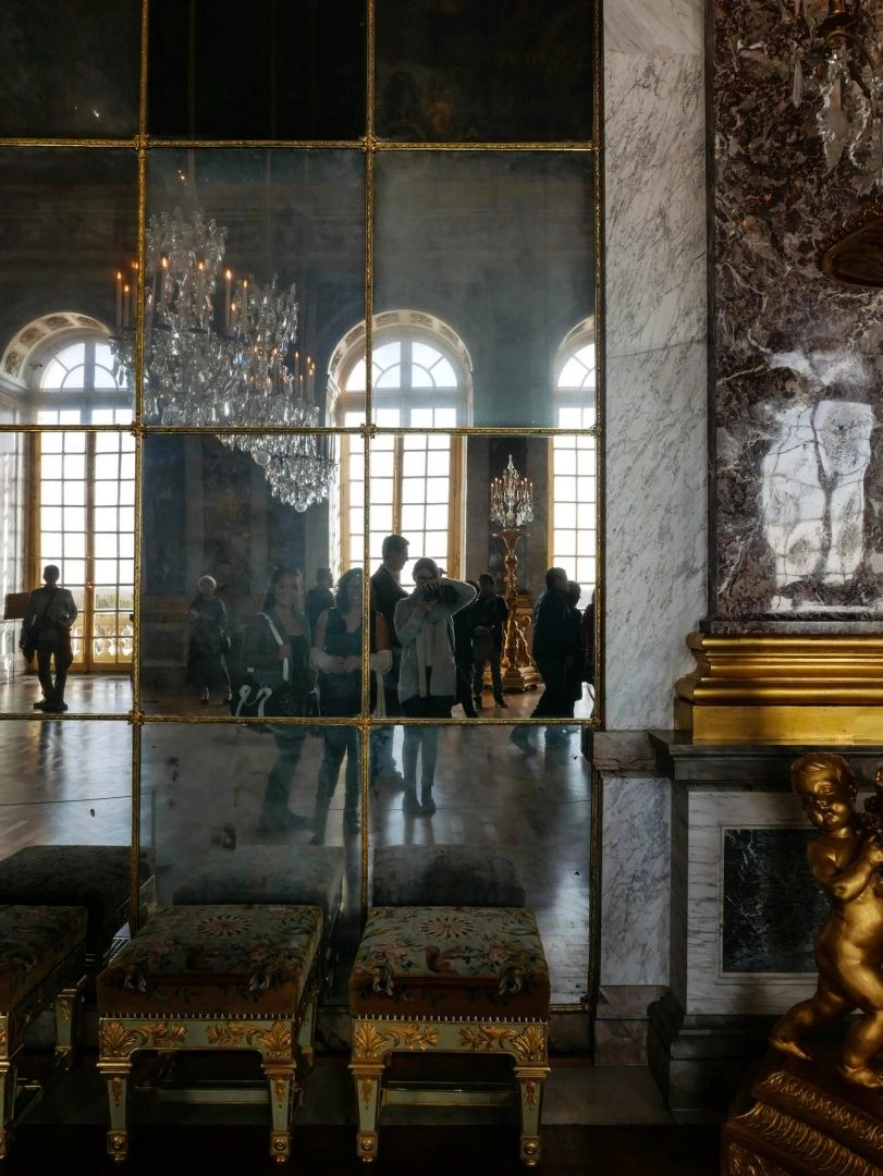 Visiting the Palace of Versailles as a day trip is one of the top things to do in Paris, which is why it can get absolutely packed. Here are some tips and tricks for avoiding the crowds at Versailles.