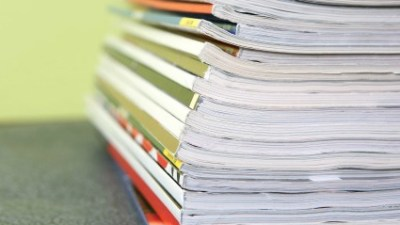 If unread magazines tend to pile up, put them in a small basket. When the basket is full, sift through the magazines. Read what you can, and discard or recycle the rest. (You might drop off the best magazines at a hospital or women's shelter.)If you are habitually unable to keep up with the issues of a particular magazine, cancel the subscription or read it online.