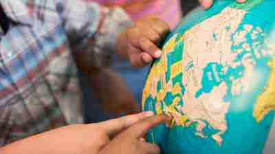 Students with ADHD point to locations on the globe