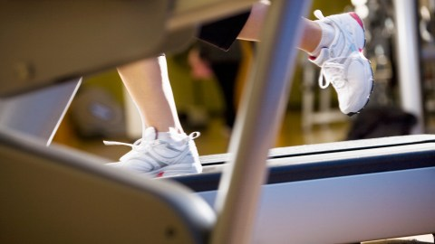 A person with ADHD runs on a treadmill and it helps their ADHD symptoms.