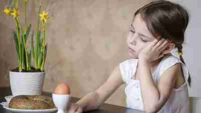 A young girl experiencing appetite loss due to ADHD medications like Adderall