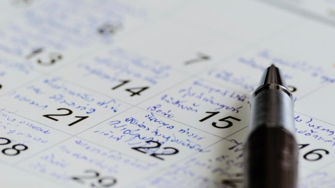 A calendar shows how an adult with ADHD broke down her time into small tasks.