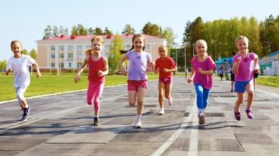 Group of children running on the treadmill
