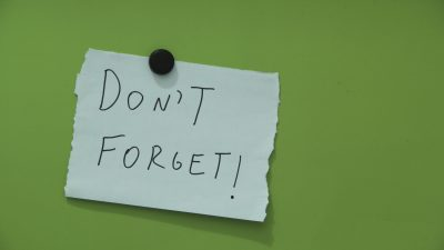 """A note that says, """"Don't Forget!"""" Reminders are crucial for kids with ADHD and impaired executive function."""